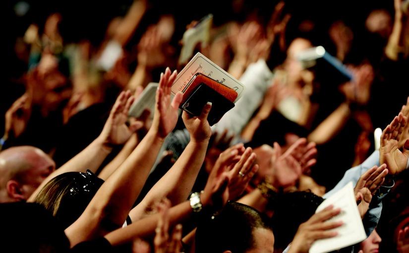 « Dieu est plus présent dans ma vie », portrait des jeunes plus croyants que leursaînés